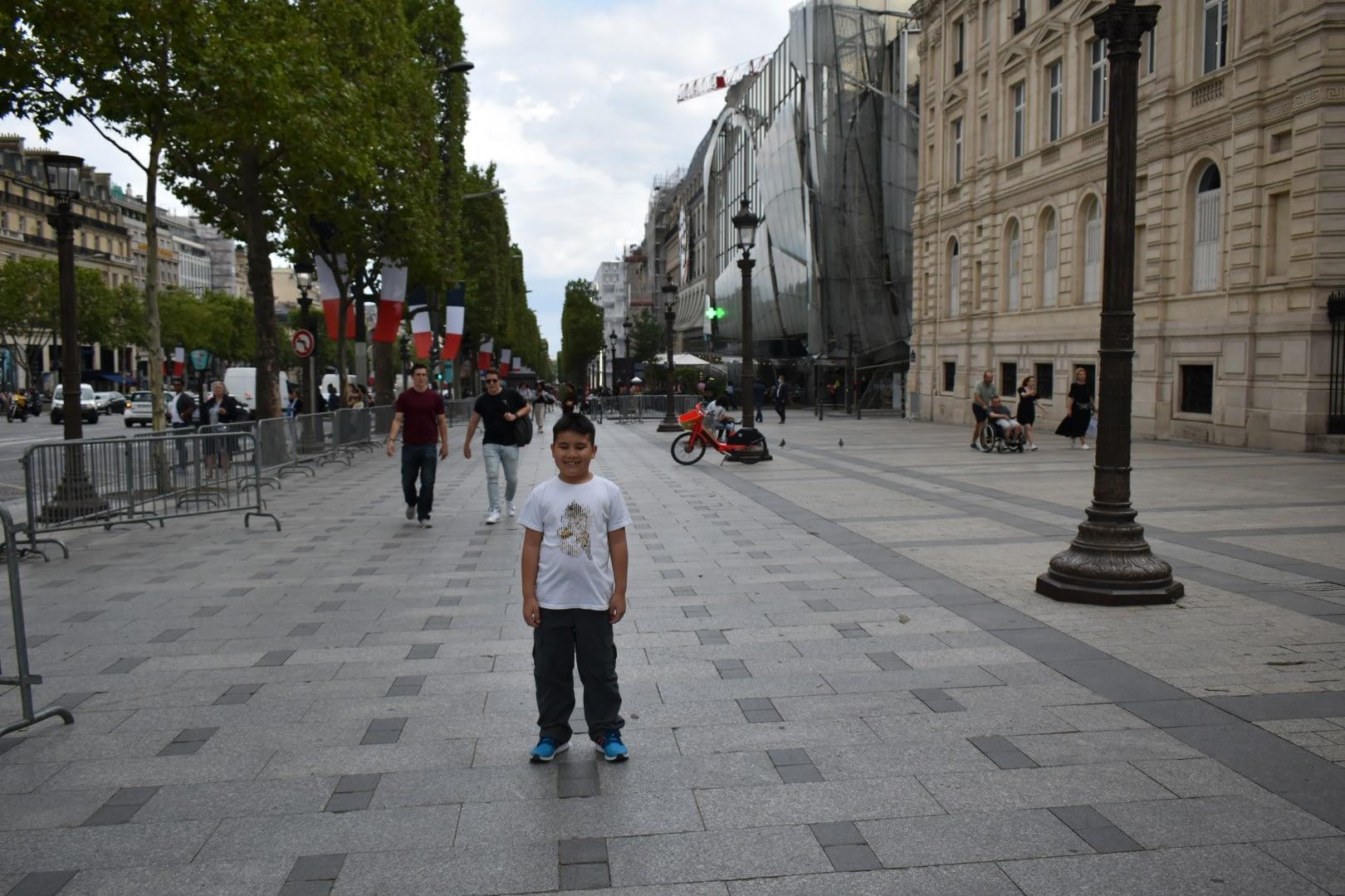 Av. des Champs-Élysées, Paris